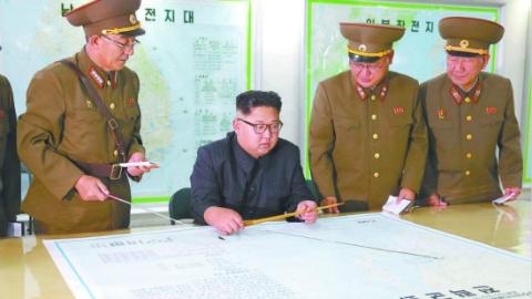 金正恩身后一张照片,韩国人看得汗毛倒竖