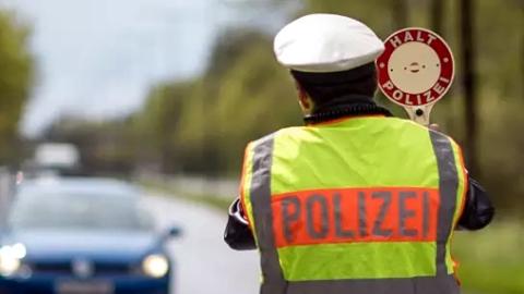 慕尼黑生活压力是有多大,连警察都去做兼职了