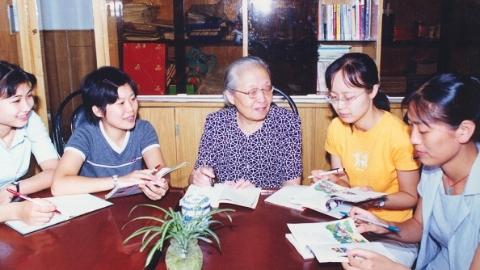 全国小学语文泰斗袁瑢溘然长逝 94岁的她一个月前还和徒弟们微信探讨教学