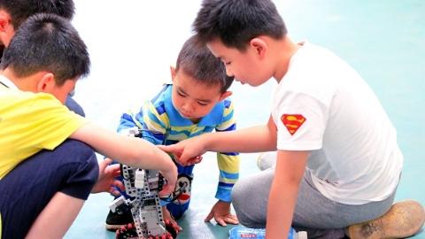 """小""""码农""""来了!我国将在中小学阶段设人工智能课程"""