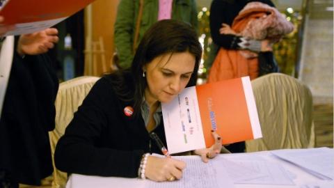 新政解读   中国将为外国人才签发5至10年多次往返签证