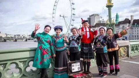 连Burberry董事长都惊艳,4位贵州绣娘登上伦敦时尚T台
