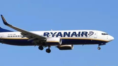英国一廉价航空持续6周每天取消50个航班,40万人要遭殃啦!