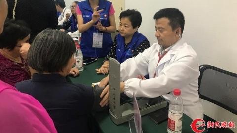 """""""百雁""""助聋门诊成立2年:让听力障碍患者无障碍就医"""