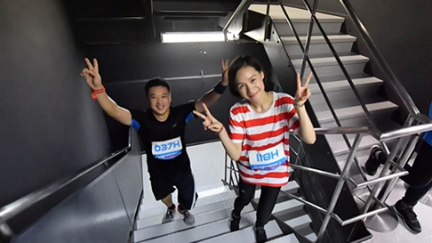 一边跑步一边转圈 申城最具挑战的垂直马拉松今开赛