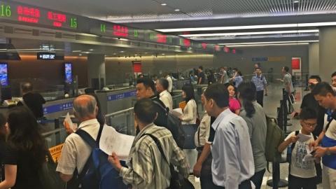 """虹桥机场10月1日新增4条入境自助通道 半年来已有近27万旅客""""尝鲜"""""""