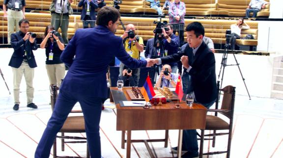 国际象棋世界杯决赛第四局 丁立人阿罗尼扬第4次握手言和