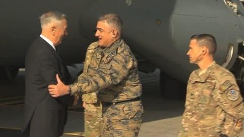 美防长前脚飞抵阿富汗 机场就被30枚火箭弹炸了
