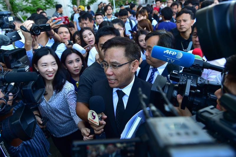 泰高法缺席宣判英拉五年监禁