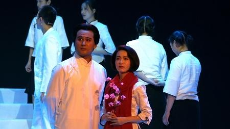 当小清新风格邂逅红色舞台剧……