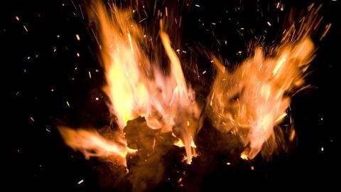 民居突发火灾 幸无人员伤亡