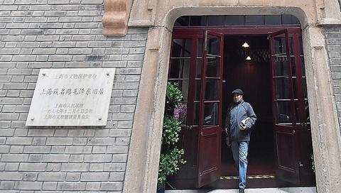 【学思践悟十九大】茂名路毛泽东旧居重修后上午迎首批参观者:老一辈革命家的初心永远不能忘