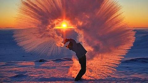 不管天气多么寒冷,加拿大人总能玩出新花样