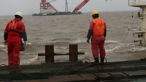 追踪报道:潜水员5次下水 暂未发现失踪人员