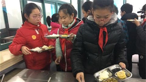 """杨浦区二联小学学生11元吃""""自助餐"""" 天天光盘!"""