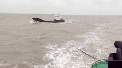 货船断锚漂航 崇明海上搜救分中心全力救援船员脱险
