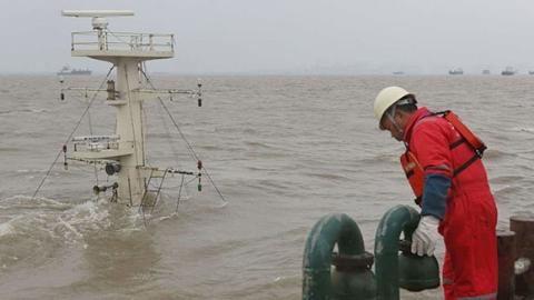 吴淞口沉船后续:大规模搜救82小时后转为常规搜寻 仍有8人失踪