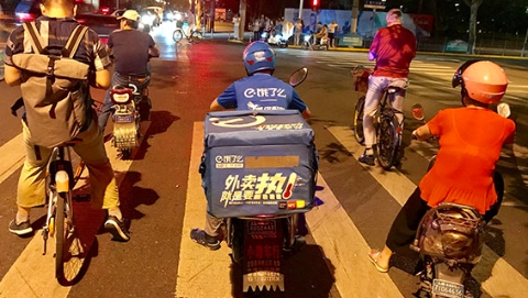 """酸辣土豆丝和川湘菜竟是上海外卖族最爱 """"订单王""""一年下单1051次"""
