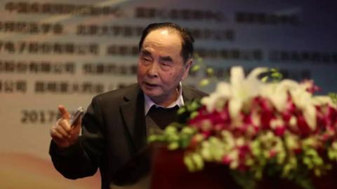 """2017年国家最高科学技术奖获得者:""""中国干扰素之父""""侯云德"""