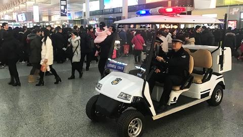 小偷紧盯旅客外衣口袋盗手机 民警跟踪1小时抓到现行