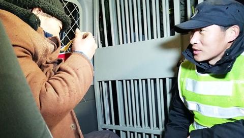 让流浪乞讨人员感受上海温度:市区两级救助机构加强街面巡查,发现一个救助一个