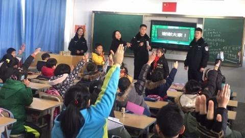 """上海公安学院公安学警编织""""平安网"""""""