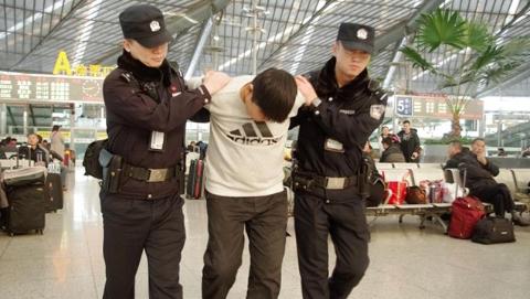 """上海铁警全力打击""""盗抢骗"""" 创造良好春运治安环境"""