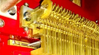 华裔藏家范季融向嘉定捐赠一座百年古董八音盒