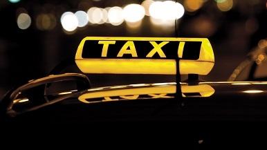 乘客凌晨想要自寻短见 幸亏大众的哥及时开导