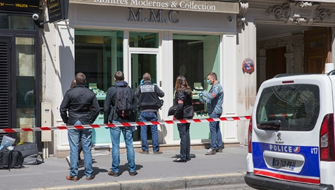 巴黎豪华酒店遭多名蒙面劫匪持械抢劫 损失近450万欧元珠宝