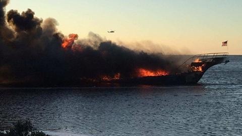 美一赌场接驳船海上突发大火 乘客跳海逃生1死14伤