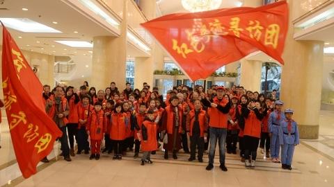 刚刚,老老少少从上海报业集团出发!寻访红色史迹 感悟先辈精神