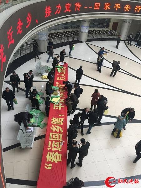 上海长途客运总站万人签名活动现场.jpg