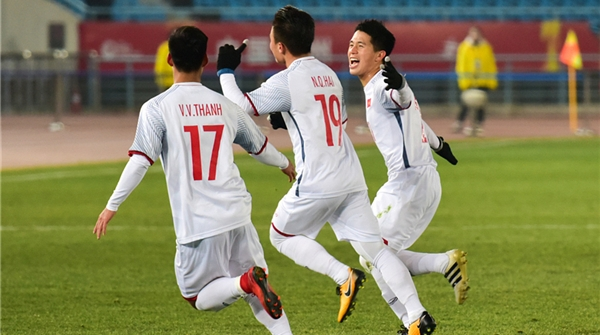 同样面对争议判罚,顽强的越南队足以让U23国足汗颜