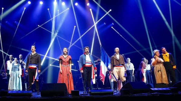 《悲惨世界》音乐会昨晚收官,台上台下共同哼唱氛围热烈