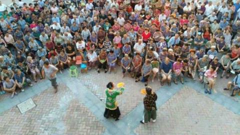 国庆假期天天饱眼福 金山三级文化配送把戏送到村民家门口