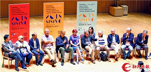第二届上海国际小提琴比赛的评委们 新民晚报记者 郭新洋 摄.jpg