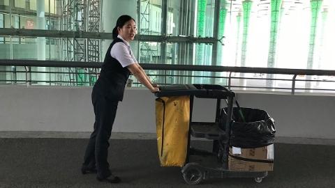 进博60″⑩|长假七天,她在国家会展中心循环保洁