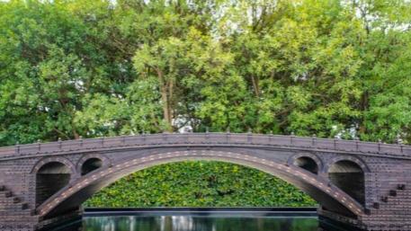 """7000多个零件、20万道工序……非遗传承人王震华手工造了座""""赵州桥"""""""