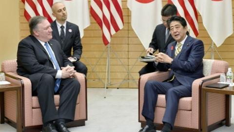 安倍会见蓬佩奥 双方同意就朝鲜问题保持紧密合作