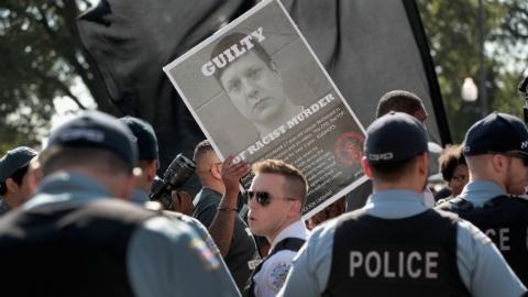 美国警察连开16枪射杀黑人青年案宣判 被判二级谋杀罪