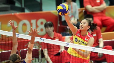 中国女排复赛首战3比0胜泰国 郎平希望年轻球员每场有进步