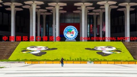 迎接进博会 | 第49届世界邮政日:《中国国际进口博览会》纪念邮票11月5日发行