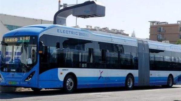 上海的BRT:速度快,比地铁便宜,还能充电