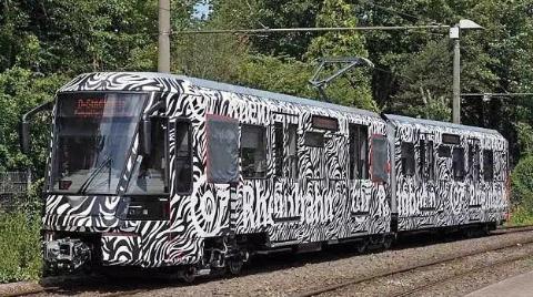 德国新建列车过宽卡在隧道里 网友:说好的严谨去哪了?