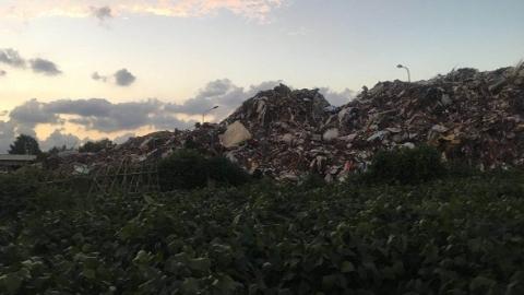 反映了半年终于搬走 浦东古丹路居民盼近千平方米垃圾山不要再重现