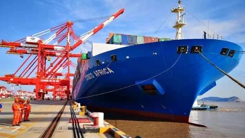 洋山深水港出入国际航行船舶量突破十万艘次