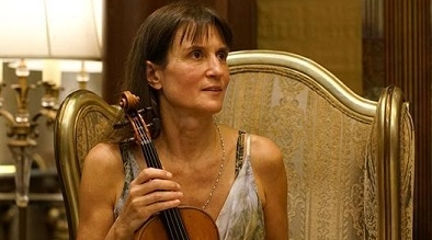 小提琴家穆洛娃演绎弓弦上的独舞 大赞上海音乐厅