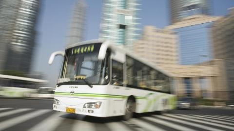 上理工师生换乘遇难题 公交103路加站调走向