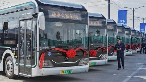 一批新车到岗服务进博会!440辆新款智能纯电动公交车上午交付